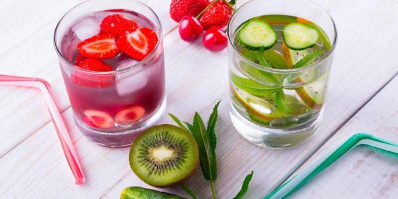 D'estate si deve bere di più, con le ricette per degli infusi di frutta fresca è molto più facile